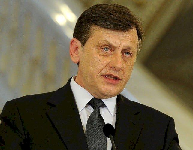 Crin Antonescu renunță la prezidențiale