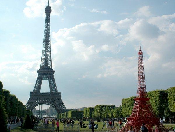 "Turnul Eiffel are un ""frate"""