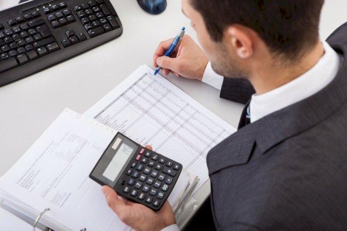 Firmele cu afaceri de peste 220.000 lei trebuie să depună raportări contabile la semestru