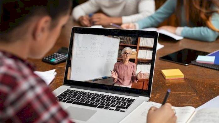 Inspectoratele şcolare vor monitoriza desfăşurarea activităţilor-suport pentru învăţarea online