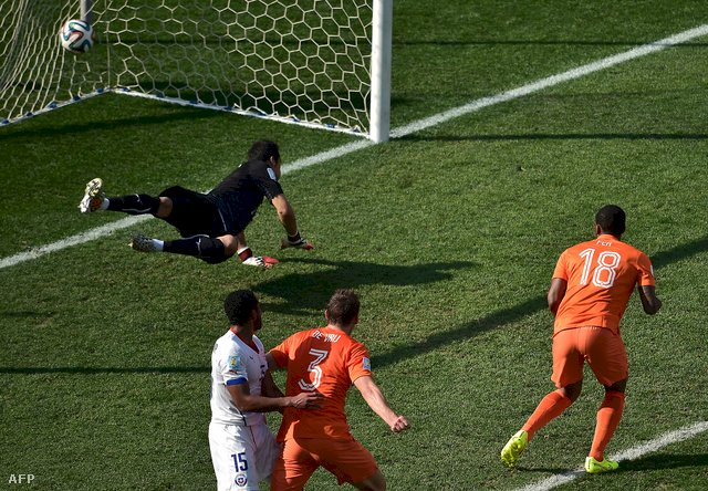 CM de fotbal: Olanda învinge Chile, scor de 2-0 şi încheie grupa B pe primul loc