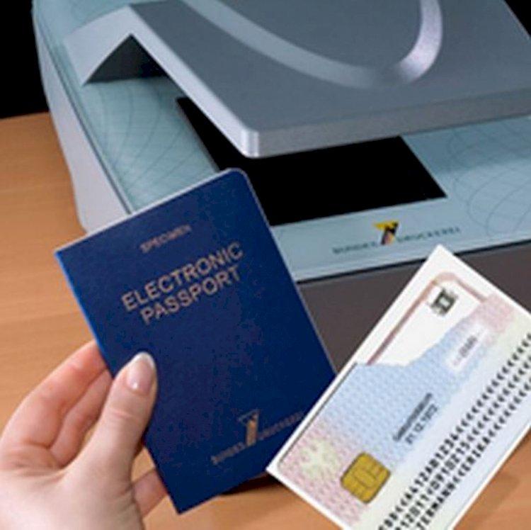 De mâine românii vor putea opta să primească paşapoartele electronice direct la domiciliu