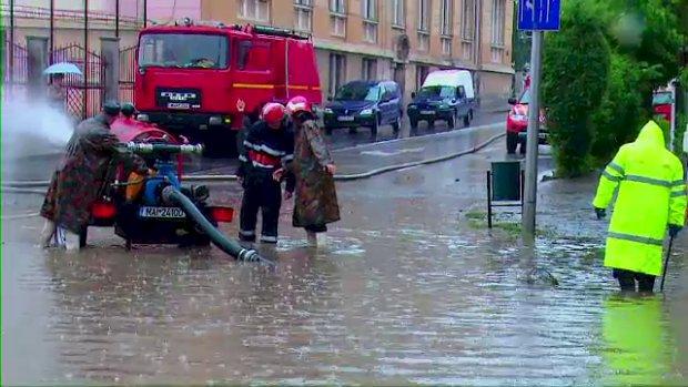 Inundații în Constanța. Unde au intervenit pompierii