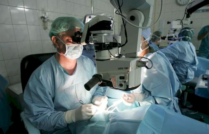 Aproximativ 55.000 de operații de cataractă se fac anual în România