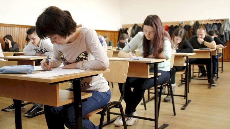 Iohannis: Elevii din anii terminali nu sunt obligați să se întoarcă la școală pentru două săptămâni