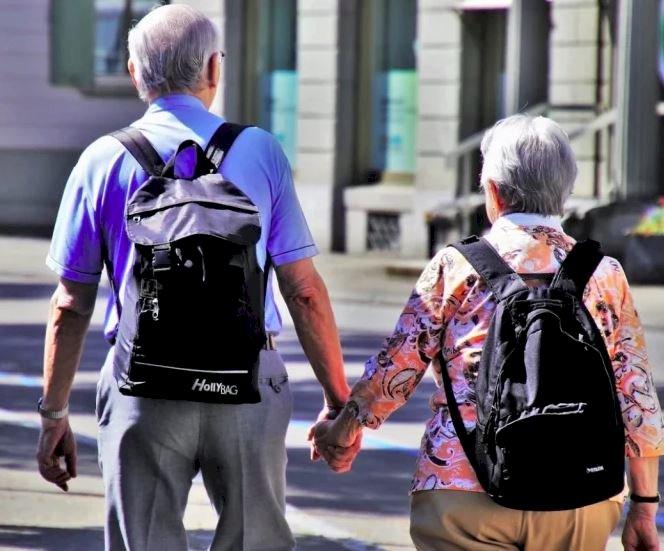 Iohannis: Intervalul orar pentru persoanele de peste 65 de ani se schimbă