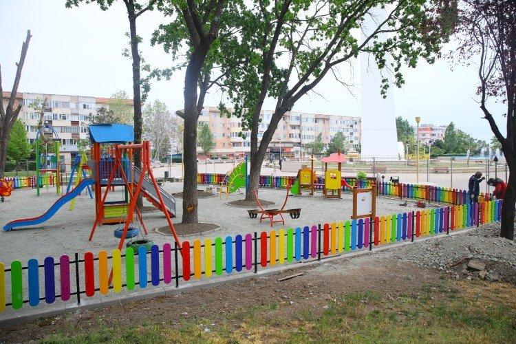 Lucrările de reamenajare a locurilor de joacă se derulează la foc continuu în municipiul Constanța