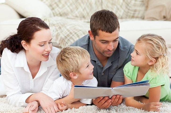 Iohannis a promulgat legea prin care părinţii îşi pot lua zile libere până la terminarea şcolii