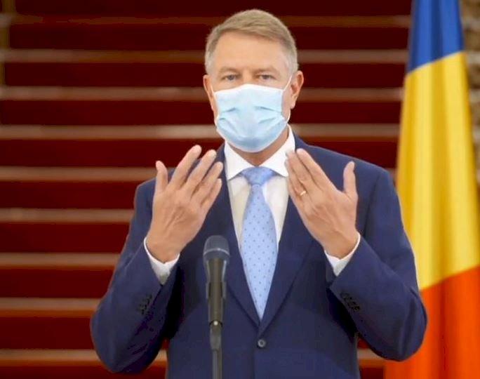 Mască de protecție obligatorie. Iohannis: Dragii mei, așa vom arăta în spațiile publice după 15 mai