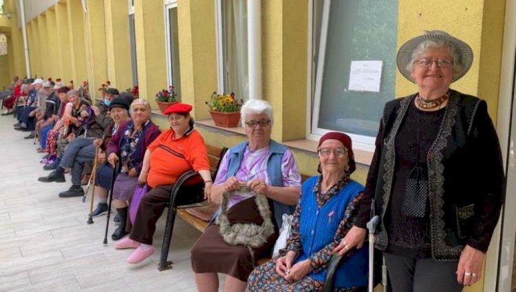 Bunicii de la Căminul pentru persoane Vârstnice au parte zilnic de momente de bucurie
