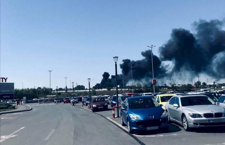 Incendiu la halele COMCM din Constanța. Un subofiţer ISU Dobogea a fost rănit în timul intervenţiei