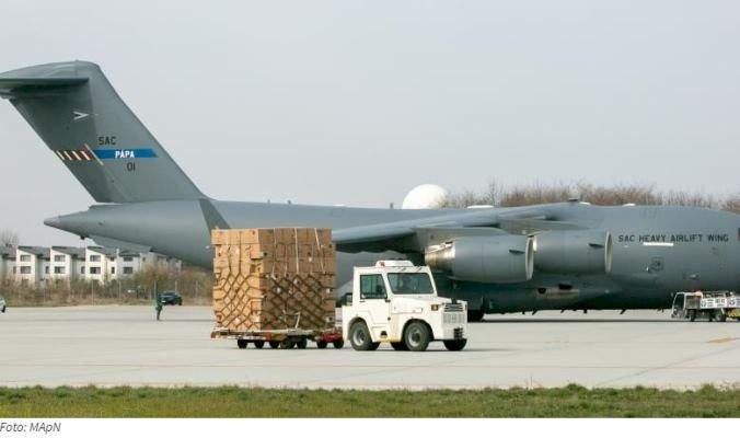 Alte aproximativ 45 de tone de echipamente medicale din Coreea de Sud ajung în România