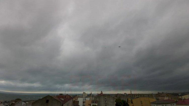Constanța: Cod galben de ploi, descărcări electrice și grindină