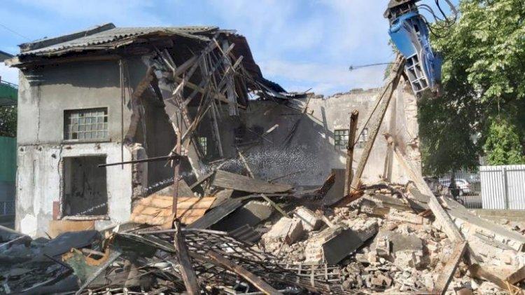 A început demolarea clădirilor insalubre din curtea Spitalului de Boli Infecțioase Constanța