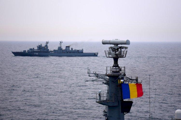FOTO: Peste 800 de militari români de pe opt nave ale Forțelor navale se instruiesc în Marea Neagră