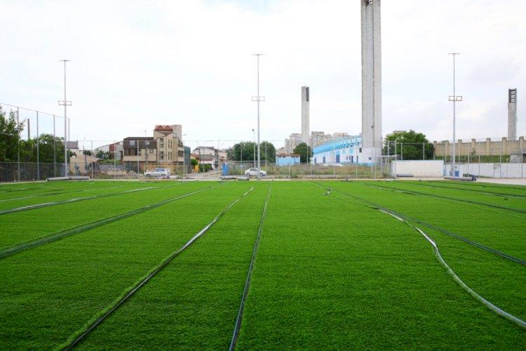 Au început lucrările de amenajare a gazonului sintetic pe terenul Complexului Sportiv Gheorghe Hagi