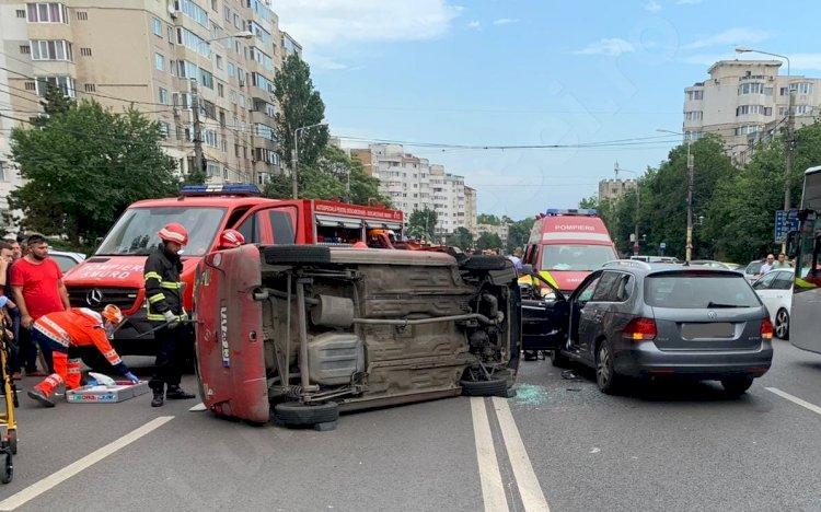 Accident rutier în Constanța. Un autoturism s-a răsturnat