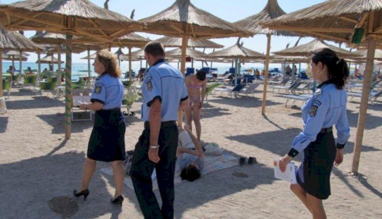Forțele de ordine intensifică patrulele în Mamaia, după ce mai mulți turiști au făcut o horă în Piațeta Cazino