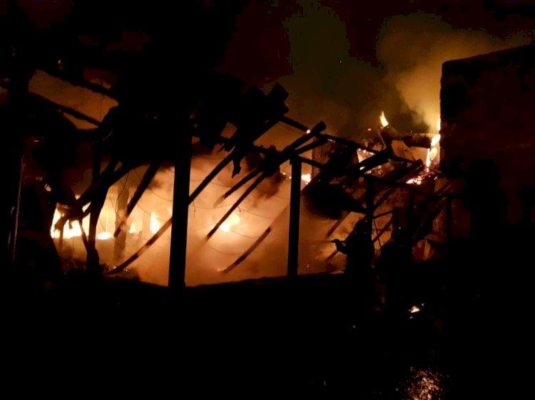 O pensiune din Mangalia a fost fost distrusă de flăcări complet