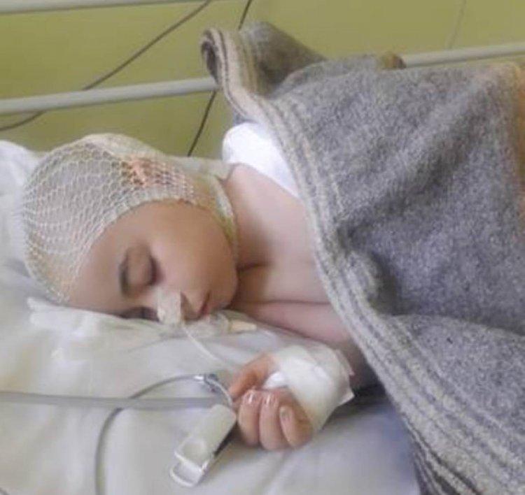Vă rog cu lacrimi în ochi să o salvăm pe Andreea care suferă de tumoră pe creier
