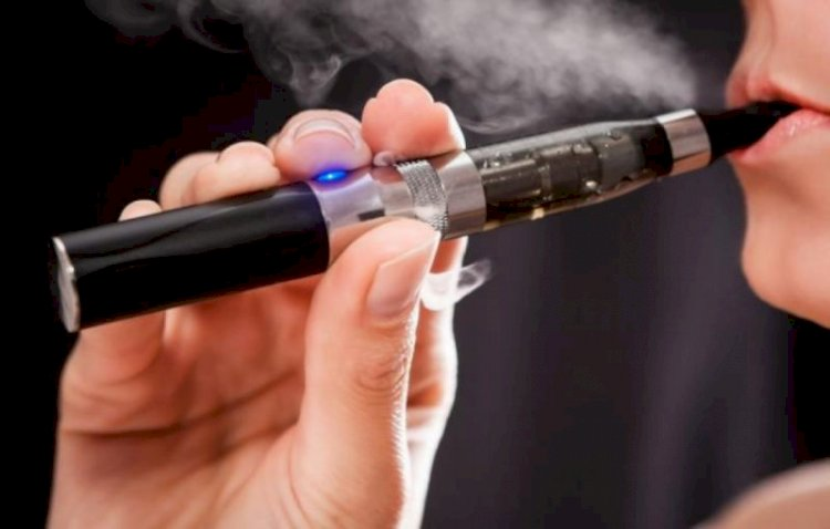 Fumătorii de ţigări electronice ar putea avea aceeaşi soartă cu fumătorii de ţigări clasice