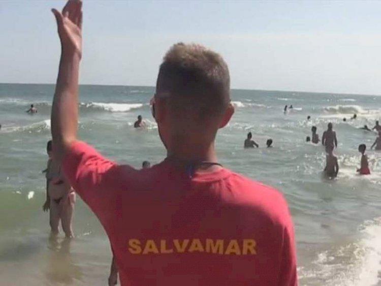 O fetiță de 11 ani a fost la un pas de înec în stațiunea Mamaia. Fetița a fost salvată, este conștientă și cooperantă
