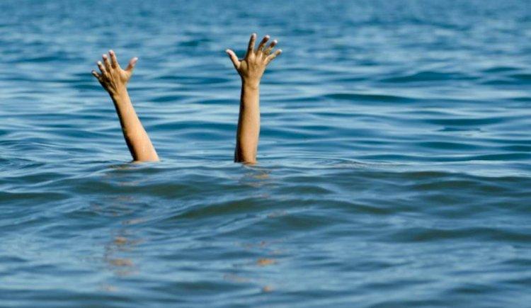 Marea a luat trei vieți în week-end. Tânărul de 19 ani dispărut în valuri la Constinești, a decedat