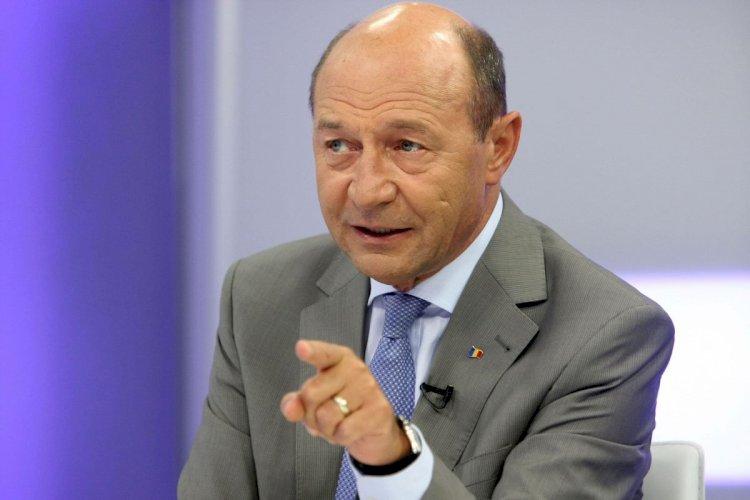 Băsescu: Sunt incapabili să gestioneze situația. Cer revenirea la starea de urgență