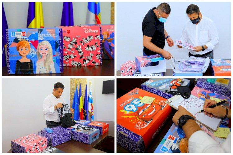Primăria Constanța distribuie peste 32 de mii de pachete cu rechizite pentru şcolarii constănţeni