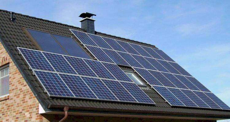 Se acordă 100.000 euro pentru IMM-uri și operatori HoReCa pentru panouri fotovoltaice și staţii de reîncărcare