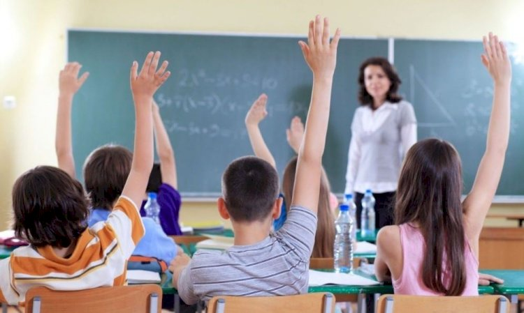Profesorii ar putea primi un bonus de performanță din fonduri europene