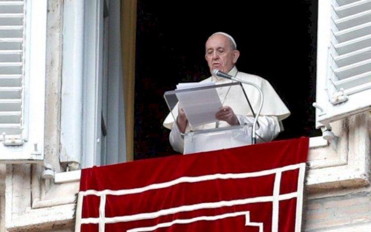 Papa Francisc s-a rugat pentru victimele incendiului de la Piatra Neamţ