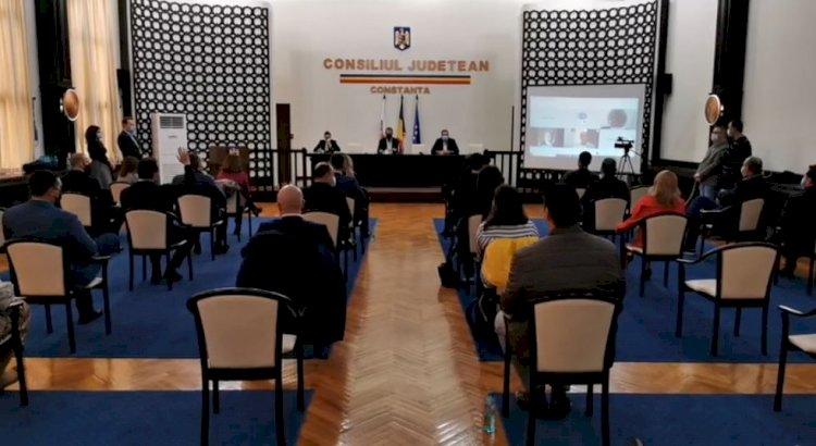 Constanța: Consilierii locali au aprobat achiziția de echipamente IT pentru elevi