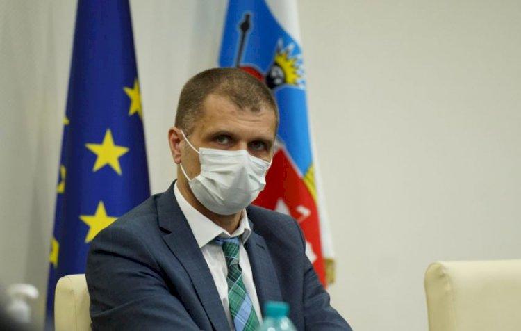 Prefectul Silviu-Iulian Coșa nu va participa la pelerinajul de Sfântul Andrei, întrucât respectă prevederile legii
