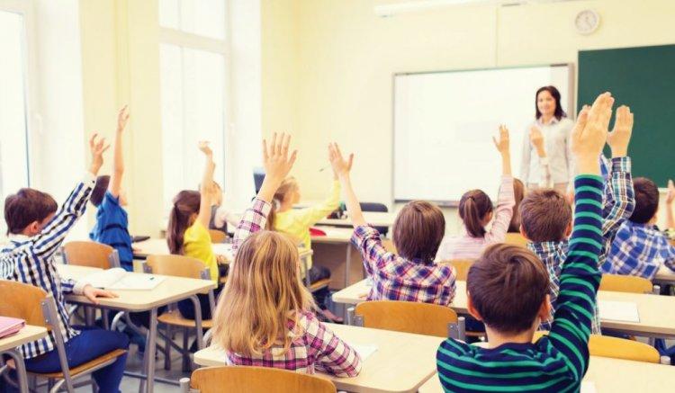 Burse pentru elevi în anul școlar 2020-2021. Câți bani iau școlarii și cine se încadrează