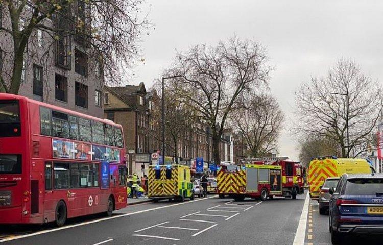 O mașină a intrat pe trotuar în Londra și a lovit mai mulți pietoni