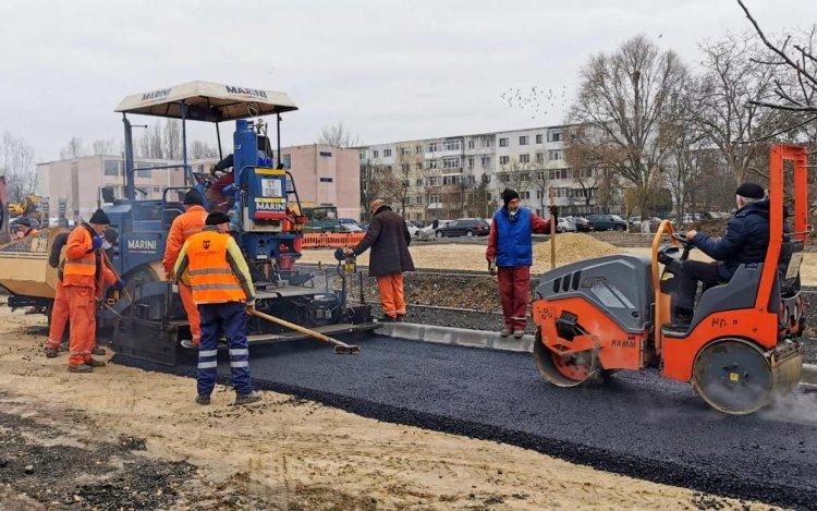 Stadiul lucrărilor de amenajare a parcării situate pe terenul delimitat de străzile Tulcei și Badea Cârțan