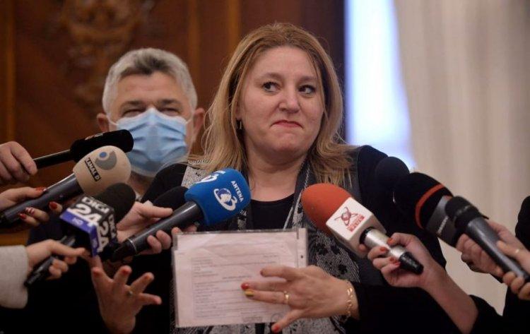 Diana Șoșoacă dă în judecată Ministerul Sănătății, DSP București și Senatul României
