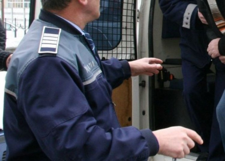 Doi bărbaţi au fost reţinuţi pentru tâlhărie