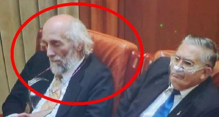 Senatorul Mircea Dăneasă ar fi adormit în timpul unei ședințe parlamentare
