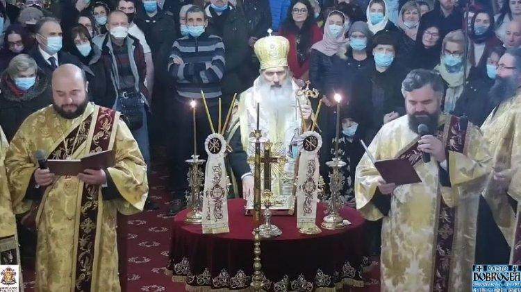 Slujba dintre ani la Catedrală. ÎPS Teodosie: Bisericile nu trebuie să se închidă, orice boală ar mai veni, sunt vindecătoare de boli