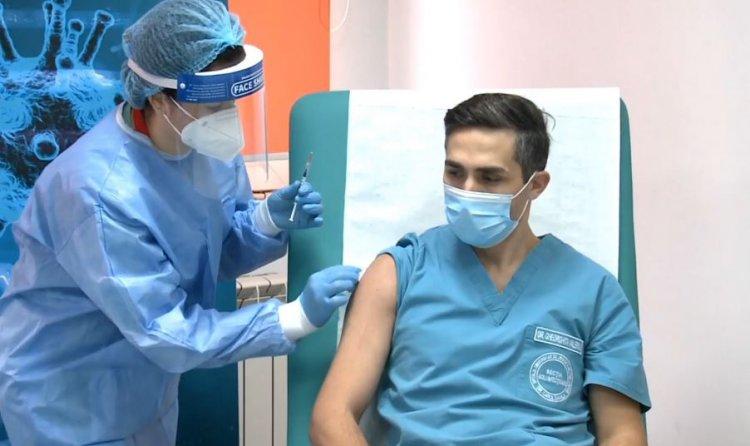 Medicul Valeriu Gheorghiță, s-a vaccinat anti-COVID la Spitalul Militar