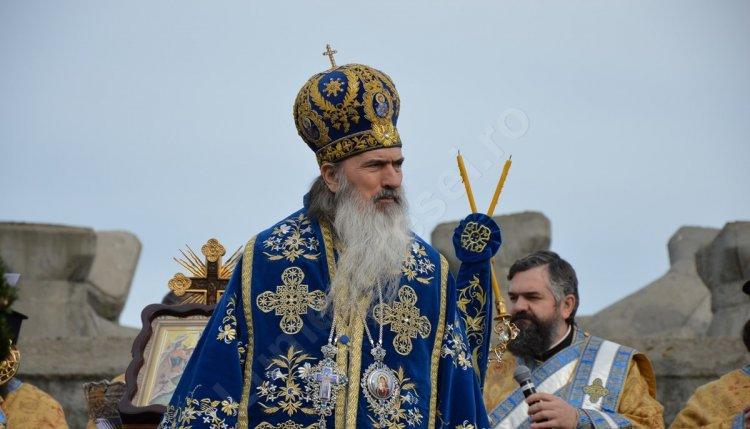 Arhiepiscopul Tomisului nu se vaccinează. ÎPS Teodosie: Cel mai mult vindecă rugăciunea