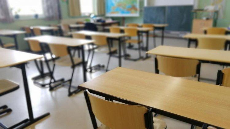 Senatori AUR cer Guvernului redeschiderea şcolilor