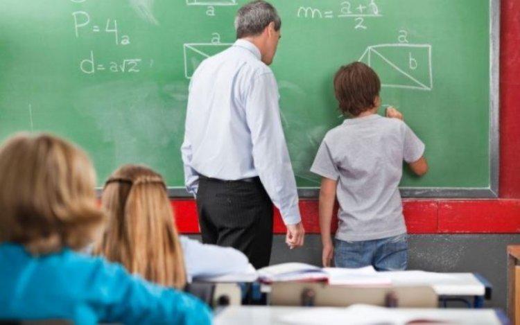 Profesorii care fac ore remediale ar urma să primească 200 de lei pe lună, pentru fiecare elev