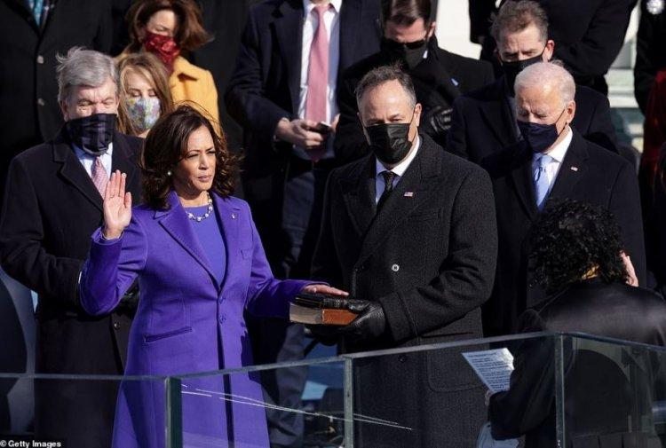 Kamala Harris a depus jurământul pentru funcţia de vicepreşedinte a SUA