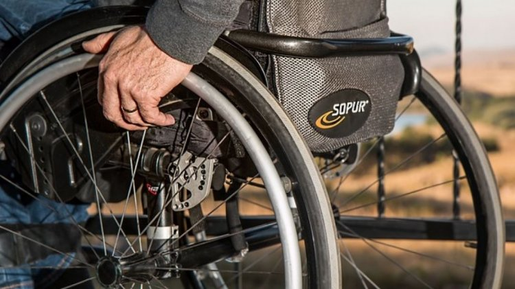 Bătrână moartă în curtea spitalului Corabia aşteptând o ştampilă