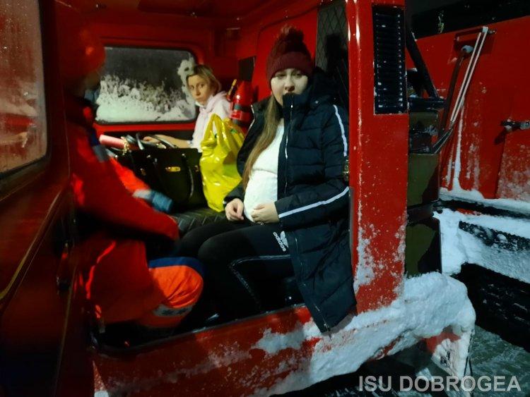 FOTO Două femei însărcinate au fost preluate cu şenilatele ISU Dobrogea