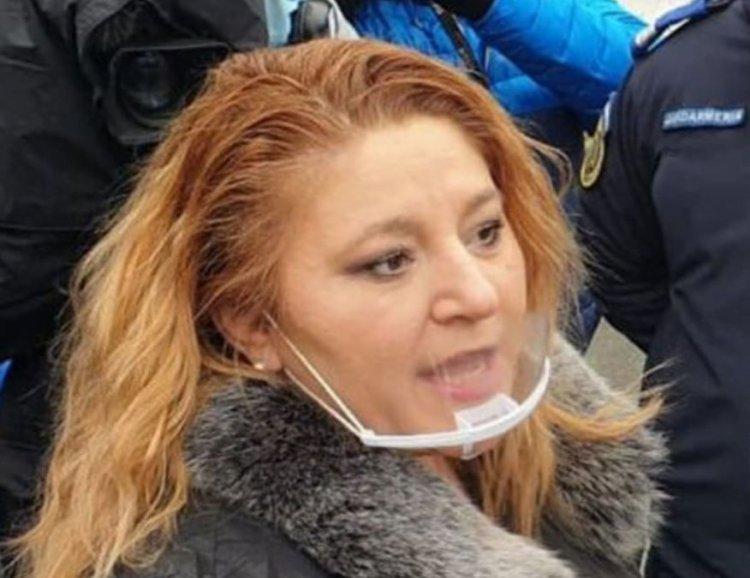 Senatorii cer sancționarea Dianei Șoșoacă: Nu poartă mască, instigă la ură și haos