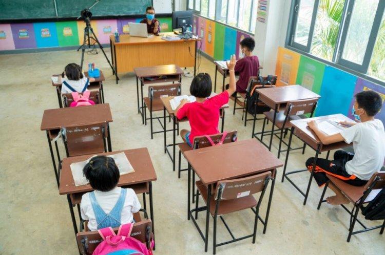 Se modifică scenariile pe baza cărora elevii merg la școală fizic
